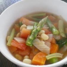 セロリと大豆のトマトスープ