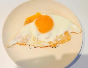 チーズ目玉焼き