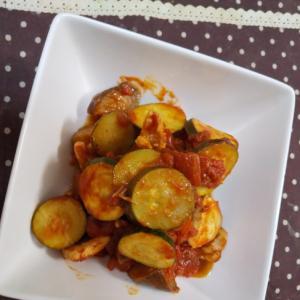 鶏とズッキーニのトマト煮