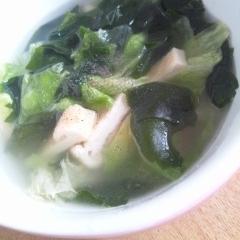 レタスとワカメの中華スープ