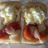 白身とミニトマトで紅白油揚げピザ