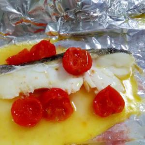 シンプルな一品☆たらとトマトのホイル焼き
