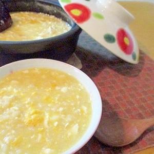 胃にやさしい♪じんわりあったか、お豆腐入り卵がゆ