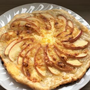 長芋生地のアップルピザ