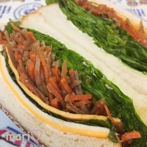 萌え断♫三層チーズ&きんぴらごぼうのサンドイッチ。