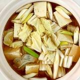 とりだんご、牡蠣、焼き豆腐、鮭の鍋物