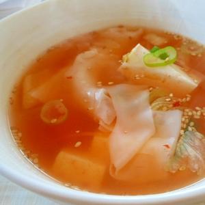 簡単、お手軽~豆腐とワンタン皮のキムチスープ