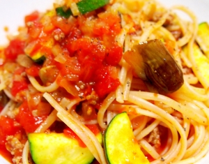 ひき肉と夏野菜のトマトパスタ