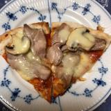 マッシュルームと鶏肉のスパイシーピザ