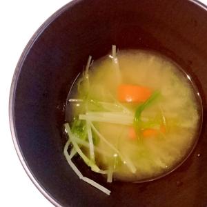 にんじんと水菜の味噌汁