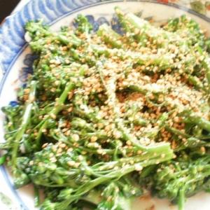 ブロッコリーの塩麹胡麻和え