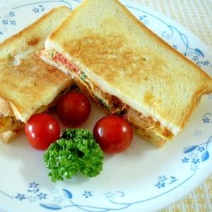お夜食に!トマトと塩糀キノコの卵焼き入りトースト♪