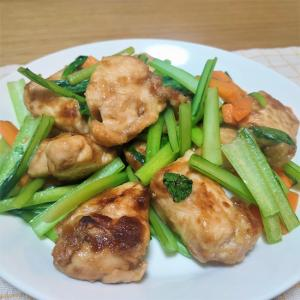 にんにく醤油に漬けこんだ♪鶏むね肉と小松菜の炒め物