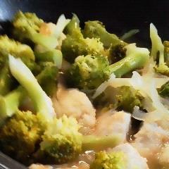 とろぷる胸肉の ブロッコリー&玉ねぎコンソメ煮