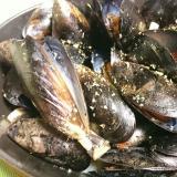 ストウブDE〜ムール貝のガーリック蒸し