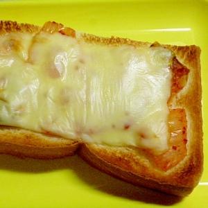 簡単♪食パンでおつまみ♪キムチとチーズのトースト