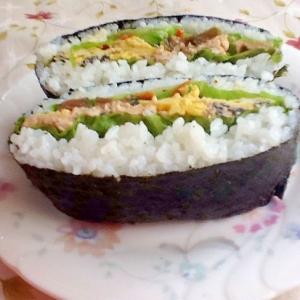 鮭缶でおにぎらず☆〜きゅうちゃん漬けがアクセント