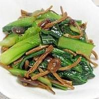 小松菜の干しキノコ炒め