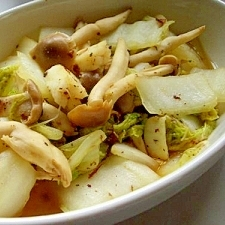 白菜としめじの炒め物