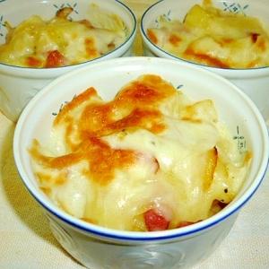 チーズで熱々☆ジャーマンポテトのココット♪