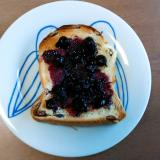 ブルーベリーのトースト