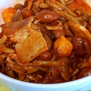 豆としめじとベーコンのケチャップ炒め