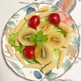 レタス 、ミニトマト、ヤングコーン、キウイのサラダ