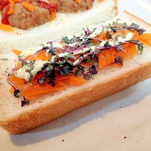 バジル/マヨで 人参とキャベツスプラウトのトースト