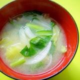 キャベツと玉ねぎ小松菜の味噌汁