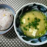 シンプルで美味しい生わかめと豆腐のお味噌汁
