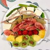 クリームチーズと果物を入れて、おつまみサラダ