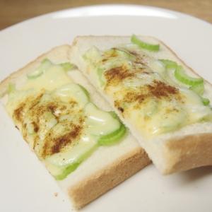 おつまみにも♡セロリとチーズのトースト