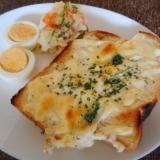 チーズトーストとポテトサラダのワンプレート