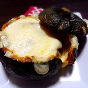 夏野菜をまるごと☆カボチャのカレーチーズ焼き♪