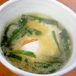 まな板なし!男の手料理❤卵丸ごと味噌汁♪(ニラ)