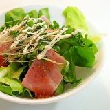 サラダ菜とベーコンとブロッコリースプラウトのサラダ