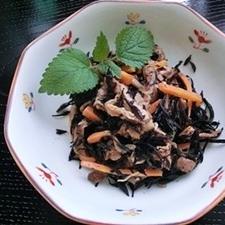 鉄分を摂ろう♪めんつゆを使ってひじき煮を簡単に!
