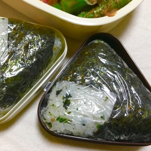 わかめ入若菜ご飯×あさりしぐれ焼き海苔おにぎり♡
