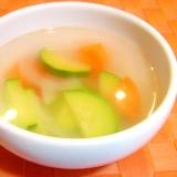 ズッキーニと人参のあっさり中華風スープ