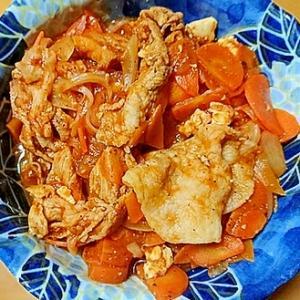 豚バラ肉と厚揚げ玉ねぎと人参のケチャップ炒め