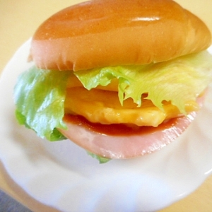 簡単★チーズオムレツロールパン☆
