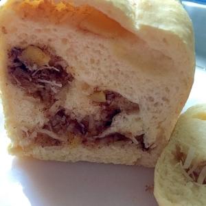 ココナッツとりんごの白パン