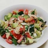 サラダチキンとタップリ野菜のごまわさびサラダ