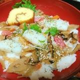 かまぼこ伊達巻のせ五目散らし寿司
