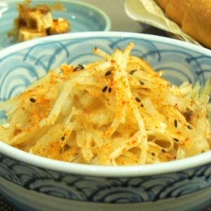 さけるチーズで和風オニオンサラダ