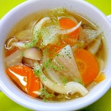 白菜と大根しめじの野菜コンソメスープ