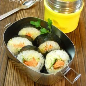 サランラップで簡単♪ 秋鮭のサラダ巻