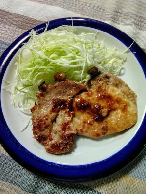 豚肉の甘辛ステーキ(ジンジャー編)とキャベツ添え