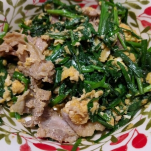 豚肉とニラ玉のオイスターソース炒め