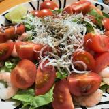茹で海老とフルーツトマトのサラダ